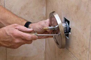 Roseville CA plumbing technician removes a faulty bathtub faucet