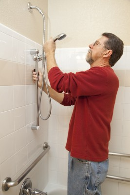Roseville plumbing contractor adjusts a stuck shower head